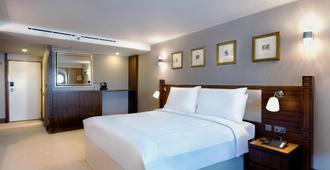 Queen Elizabeth 2 Hotel - דובאי - חדר שינה