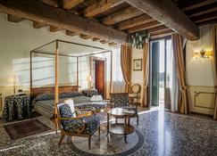 Hotel Villa Policreti - Aviano - Schlafzimmer