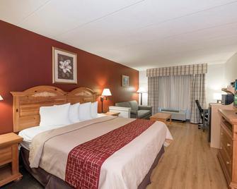 Red Roof Inn & Suites Stafford - Stafford - Bedroom