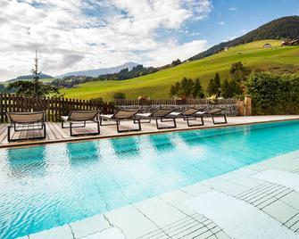 Falkensteiner Hotel & Spa Sonnenparadies - Terento - Басейн