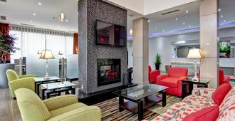 Best Western Plus Toronto North York Hotel & Suites - Toronto - Vardagsrum