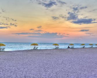 Sunset Vistas Two Bedroom Beachfront Suites - Treasure Island - Näkymät ulkona