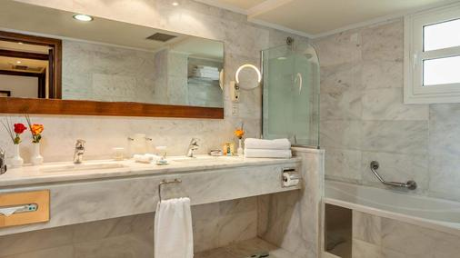 Neptune Hotels Resort, Convention Centre & Spa - Mastichari - Bathroom