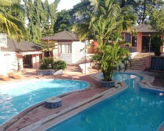 Elysium Resort Alibaug - Alibag - Pool