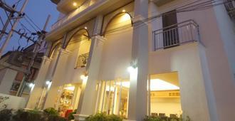 First Bungalow Beach Resort - Ko Samui - Edificio