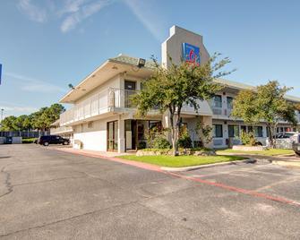 Studio 6 Grand Prairie, TX - Grand Prairie - Building