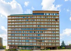 Quality Inn & Suites Cincinnati Downtown - Cincinnati - Edificio