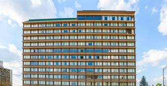 Quality Inn & Suites Cincinnati Downtown - Cincinnati - Edificio