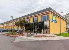 Days Inn by Wyndham Holland - Holland - Rakennus