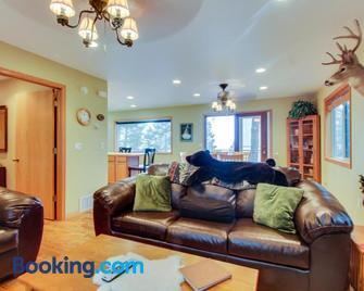 Wheeler's Flathead Lakehouse - Bigfork - Living room