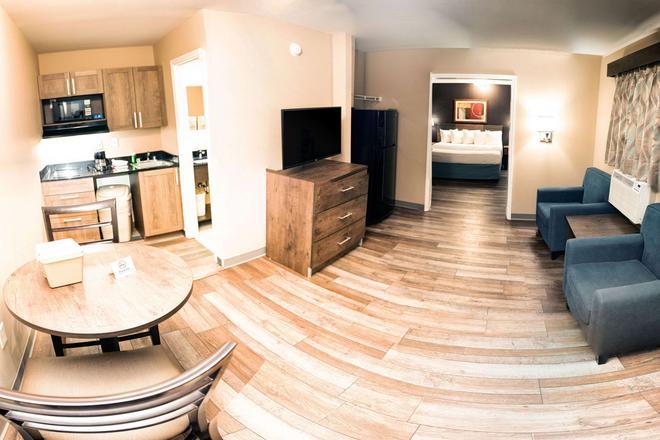 Suburban Extended Stay Hotel Charlotte-Ballantyne - Charlotte - Living room