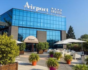 Airport Hotel - Bagnatica - Building