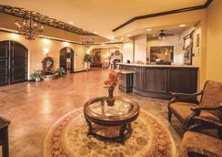 La Quinta Inn & Suites by Wyndham Marble Falls - Marble Falls - Lobby
