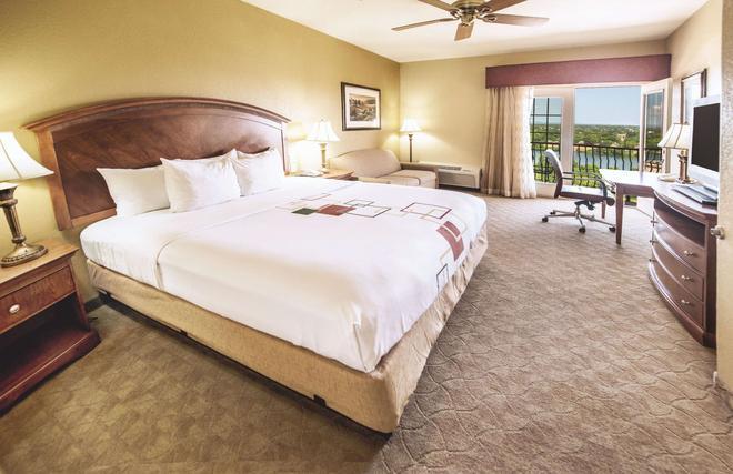 La Quinta Inn & Suites by Wyndham Marble Falls - Marble Falls - Bedroom