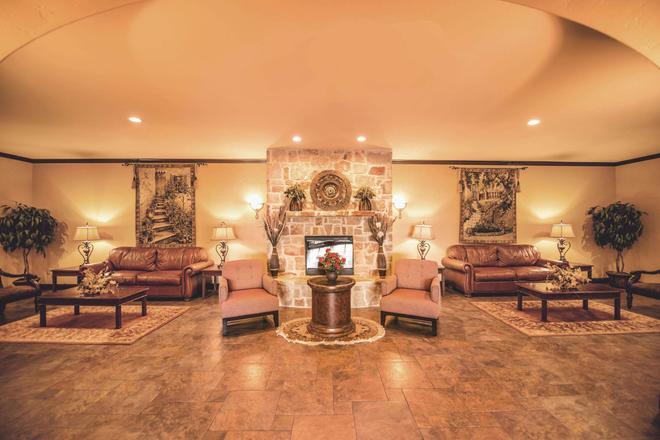 La Quinta Inn & Suites by Wyndham Marble Falls - Marble Falls - Lounge