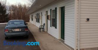 Covered Bridge Inn & Suites - Sussex - Edificio