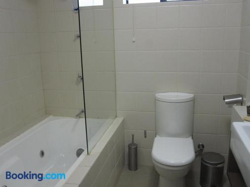Margarets in Town Apartments - Margaret River - Bathroom