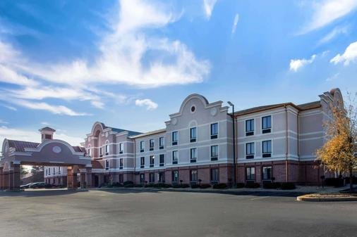 Comfort Inn & Suites Airport-American Way - Memphis - Building