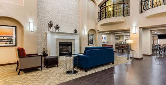 Comfort Inn & Suites Airport-American Way - ממפיס - לובי