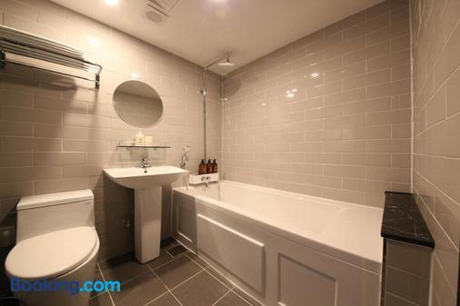 The Last Hotel - Busan - Bathroom