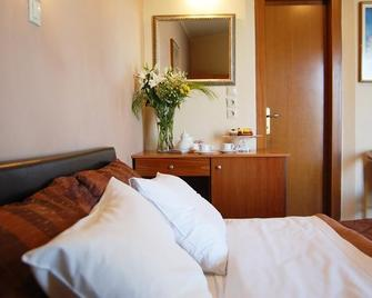 Paris Hotel - Xánthi - Bedroom