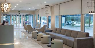 NH Madrid Barajas Airport - Madrid - Lobby
