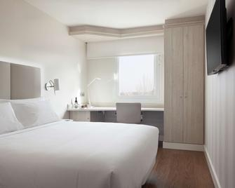 NH Madrid Barajas Airport - Madrid - Bedroom
