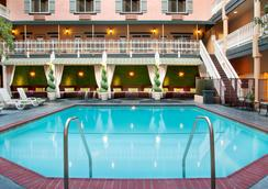 Ayres Hotel & Suites Costa Mesa/Newport Beach - Costa Mesa - Bể bơi