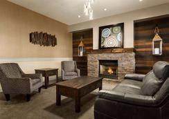 Days Inn & Suites by Wyndham Brooks - Brooks - Lobby