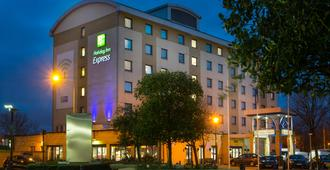 Holiday Inn Express London - Wandsworth - London - Bangunan