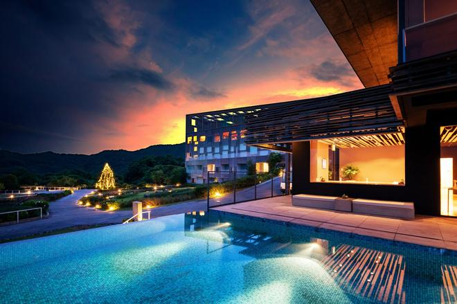 Garden Terrace Nagasaki Hotel & Resort - Nagasaki - Pool
