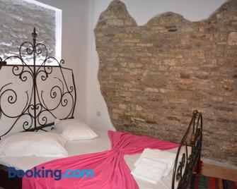 Guesthouse Mele - Гірокастра - Bedroom