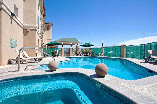 亞歷桑那圖森市中心卡爾森鄉村套房酒店 - 土桑 - 圖森 - 游泳池