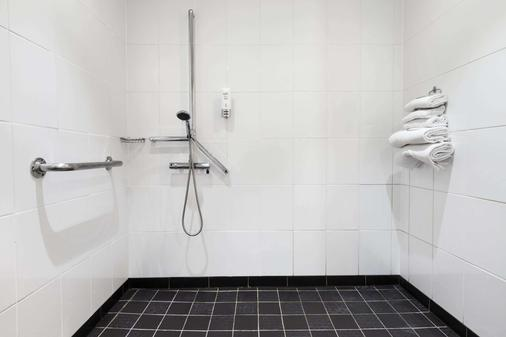 Ramada Hounslow - Heathrow East - Hounslow - Phòng tắm
