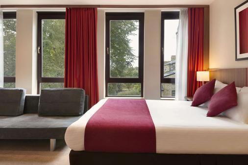 Ramada Hounslow - Heathrow East - Hounslow - Phòng ngủ