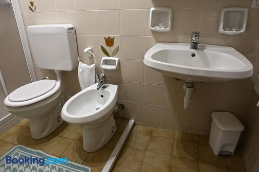 Albergo Gusmeroli - Tirano - Bathroom