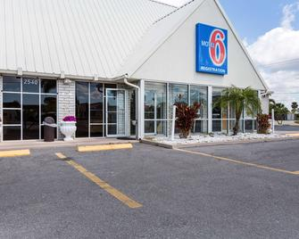 Motel 6 Englewood, FL - Englewood - Building