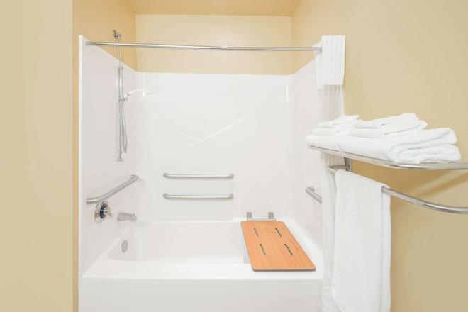 Microtel Inn & Suites by Wyndham Quincy - Quincy - Baño
