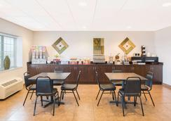 Microtel Inn & Suites by Wyndham Quincy - Quincy - Restaurante