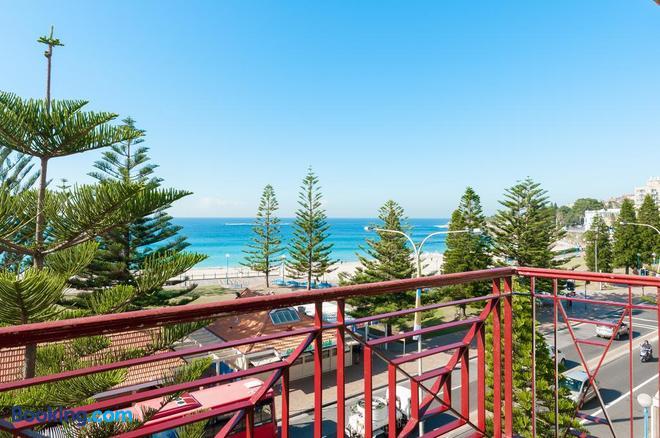 Mad Monkey Coogee Beach Hostel - Sydney - Balcony