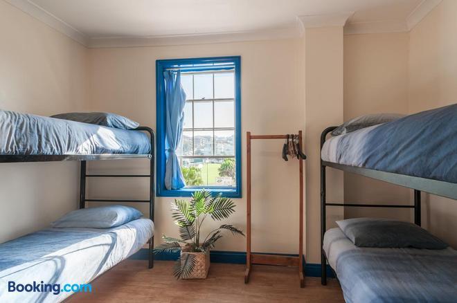 Mad Monkey Coogee Beach Hostel - Sydney - Bedroom