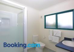 Discovery Motor Lodge - Masterton - Bathroom