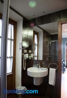 阿方索四世酒店 - 卡塞雷斯 - 卡塞雷斯 - 浴室