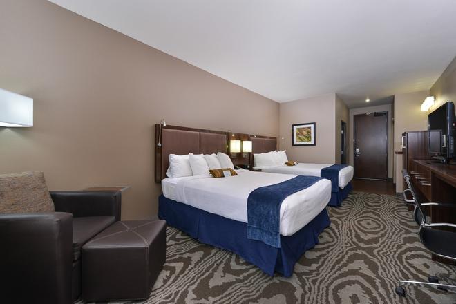 Best Western Plus Williston Hotel & Suites - Williston - Κρεβατοκάμαρα
