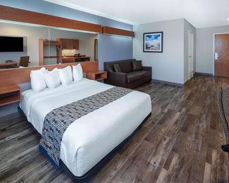 Microtel Inn & Suites by Wyndham Tracy - Tracy - Спальня