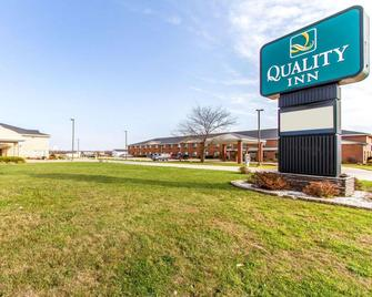 Quality Inn - Pontiac - Building