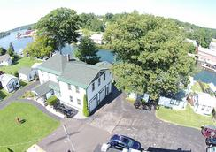 Channel Watefront Cottages - Weirs Beach