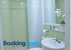 Hostal Nersan - Madrid - Bathroom