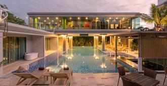 布吉班陶海灘麗晶酒店 - 承塔萊 - 承塔萊 - 游泳池