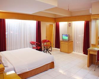 Hotel Hangtuah - Padang - Bedroom